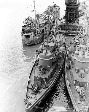 USS Munsee (ATF-107) - Image: LST 821