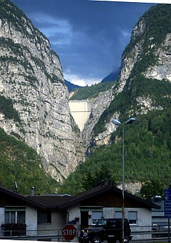 The Vajont Dam as seen from Longarone today, showing approximately the top 60-70 metres of concrete.
