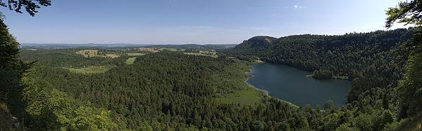 Lac de Bonlieu vue01 2015-07-11.jpg