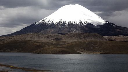 The young cone, in the foreground are lava domes from the plateau stage Lago Chungara y Volcan Parinacota.JPG