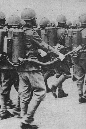 Lanciafiamme Modello 35 - Italian soldiers armed with the Flamethrower  Model 35 on parade. The quadrangular box structure contains the batteries of the ignition system.