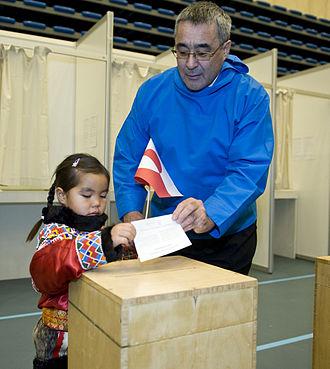 Prime Minister of Greenland - Image: Landsstyreformand Hans Enoksen til Folkeafstemning i Multihallen i Nuuk med Pipaluk Petersen pa 5 ar