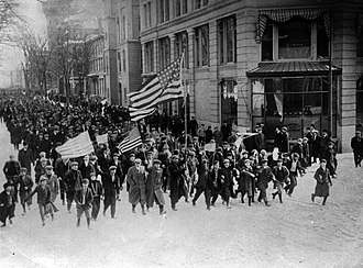 Bread and Roses - Image: Lawrence strike, strikers, marching in the city 1912