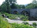Le Coudoulou à Avèze, vieux pont et bief-barrage.JPG