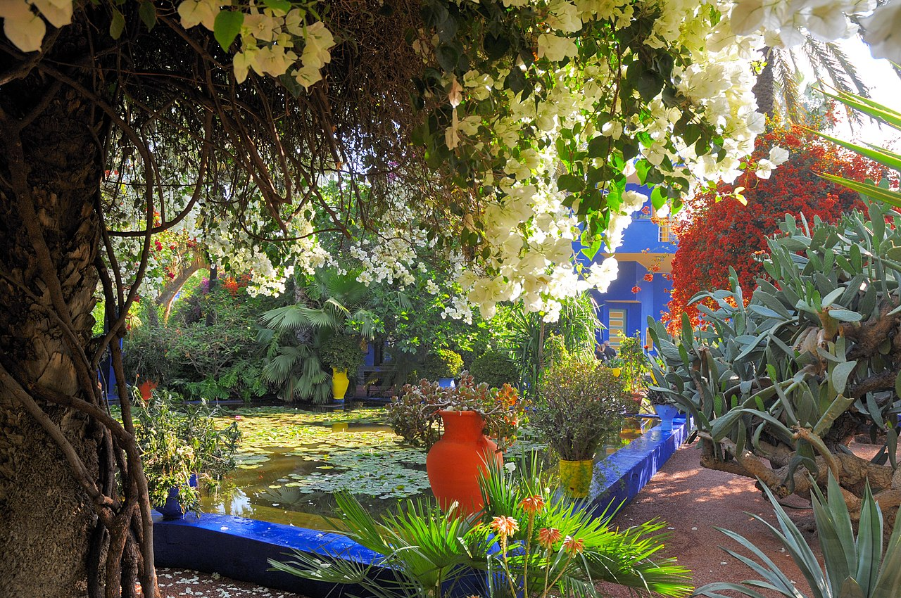 File le jardin des majorelle 36 jpg wikimedia commons for Jardin hispano mauresque