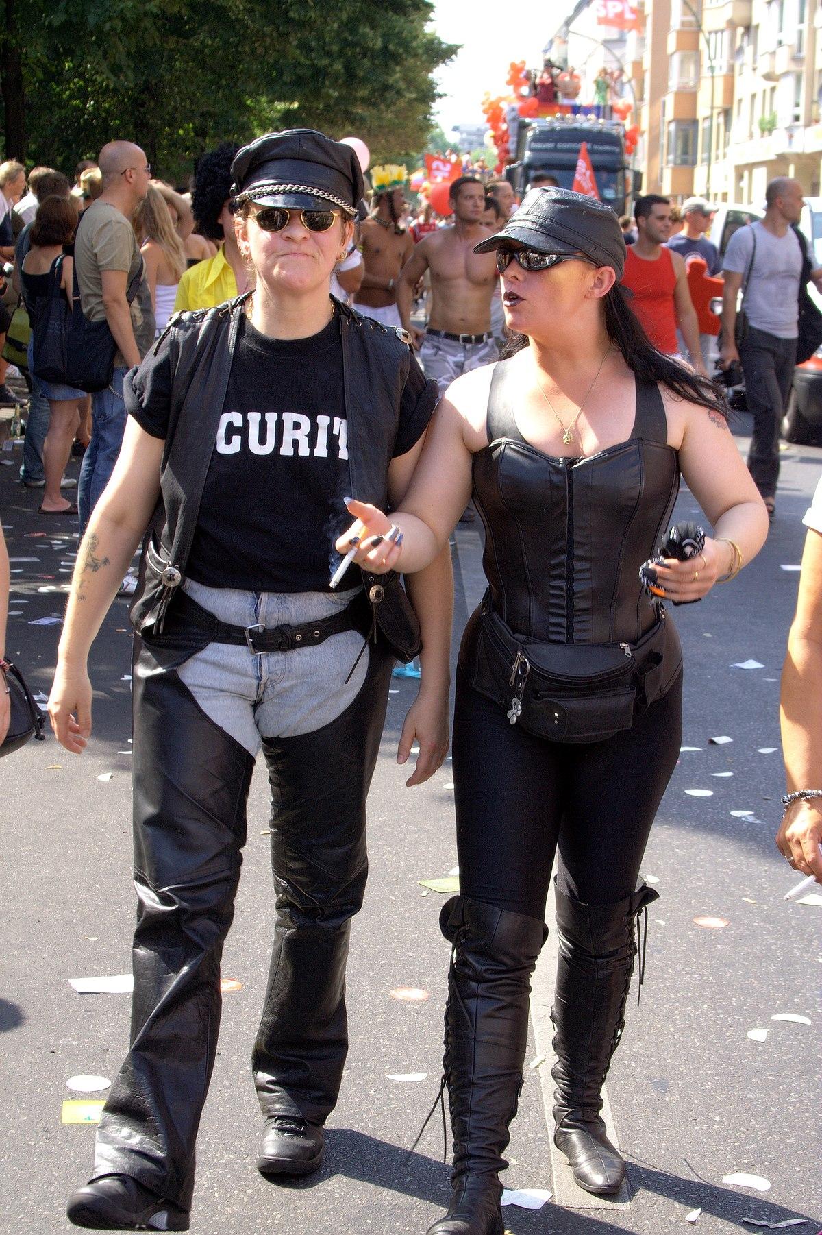 Datei:Leather Dyke-Christopher Street Day-Berlin 2006.jpg