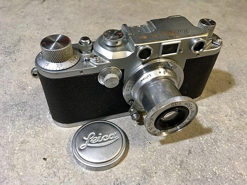 Leica IIIc red curtain 1940