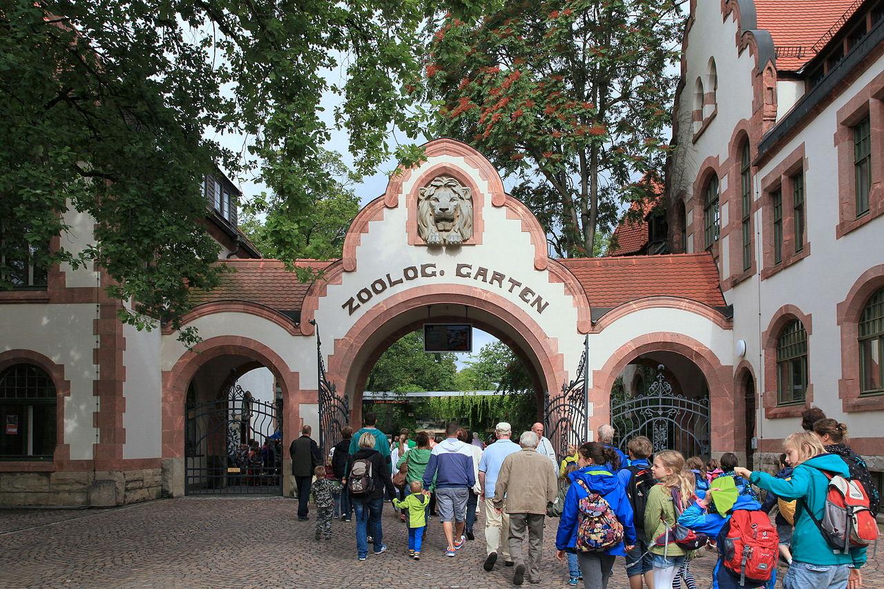 Leipzig - Zoo - Gründer-Garten - Eingang 01 ies.jpg