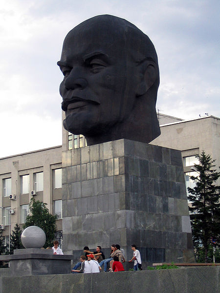 File:Lenin's head in Ulan Ude.jpg