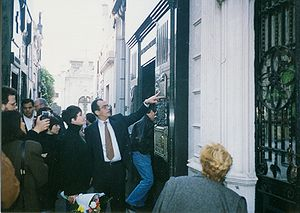 Liza Minnelli visits the tomb of Eva Peron