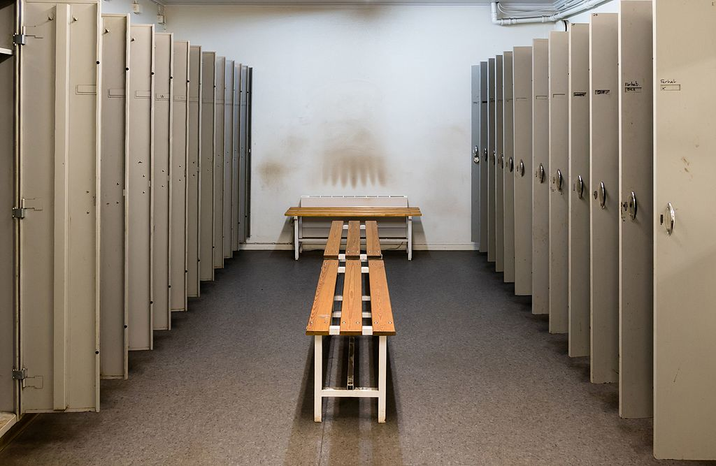 File:Locker room - lockers open.jpg - Wikimedia Commons