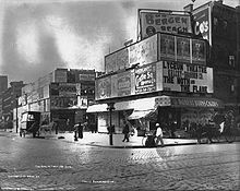 Longacre Square, New York City, 1898 (No. 2).jpg