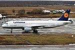 Lufthansa, D-AIZB, Airbus A320-214 (37718755125).jpg