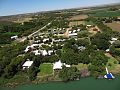 Lugfoto van die Oranjerivier af oor die Oewerpark met die hoofdorp in die agtergrond.jpg