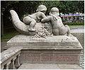München Vater-Rhein-Brunnen f Inschrift rechts.jpg