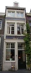 foto van Huis INT LOTTERINGE KRVIS met smalle lijstgevel.