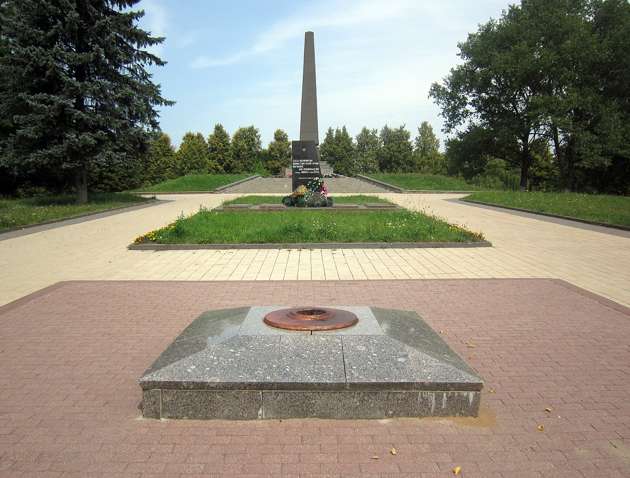 Maly Trastsianets memorial summer 3.jpg