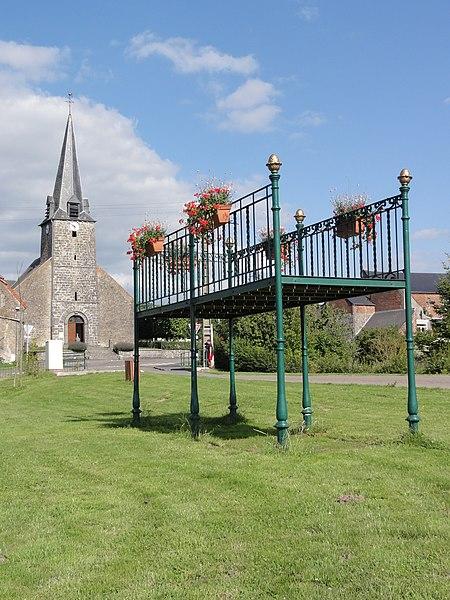 Marbaix (Nord, Fr) Kiosque à musique, église