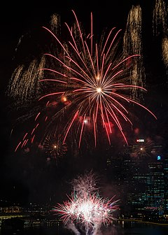 Marina-Bay Singapore Firework-launching-CNY-2015-07.jpg