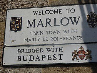 Marlow, Buckinghamshire - Sign on the bridge to Marlow