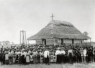 Martti Rautanen - Martti Rautanen and the congregation at the missionary station in Olukonda, 1899.