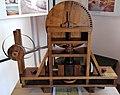 Meccanismo progettato per rettificare e lisciare parti interne di camere cilindriche di Leonardo da Vinci in una mostra su Leonardo da Vinci al Mulino di Mora Bassa - Morabassa.jpg