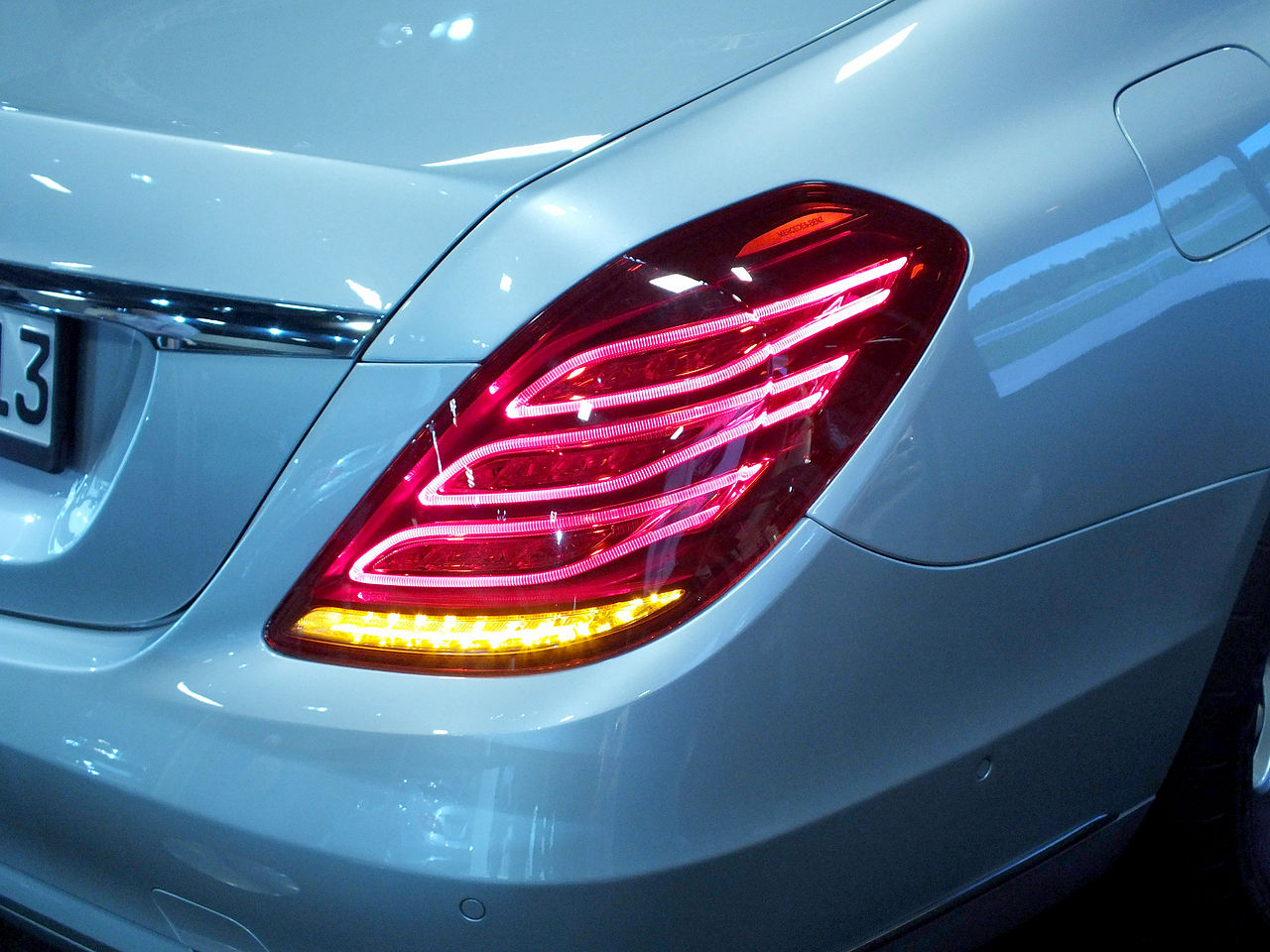 File mercedes s class led tail light w222 jpg for Led light for mercedes benz