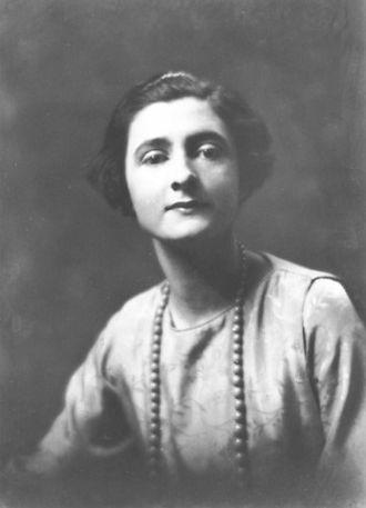 Mercedes de Acosta - Arnold Genthe (1869–1942)/LOC agc.7a08459. Mercedes Hede de Acosta, 1919 or 1920