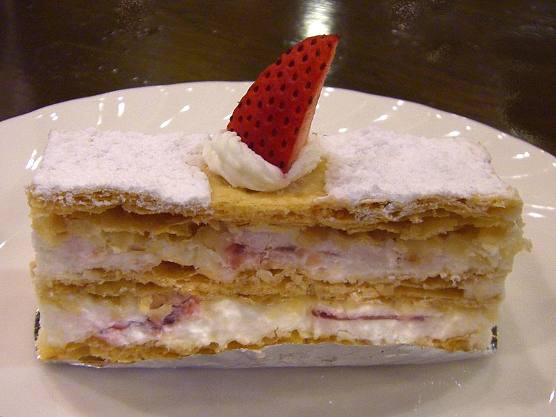 https://upload.wikimedia.org/wikipedia/commons/thumb/7/7e/Mille-feuille_01.jpg/800px-Mille-feuille_01.jpg