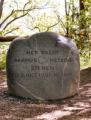 Aarhus (meteorite) - Memorial stone for the 300 g part found in Riis Skov. The contours of this piece is depicted.