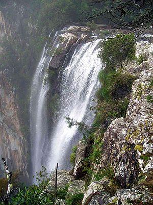 Minyon Falls - Image: Minyon Falls & rhyolite
