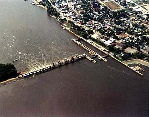 Lock and Dam No. 10 - Image: Mississippi River Lock and Dam number 10