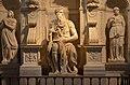 Moisés iluminado por un rayo de sol.jpg