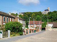 Montataire (60), cité Louis-Blanc, château et collégiale.jpg