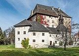 Moosburg Schloss 1 Schloss S-Flügel mit Schlosskapelle SW-Ansicht 23102018 5141.jpg
