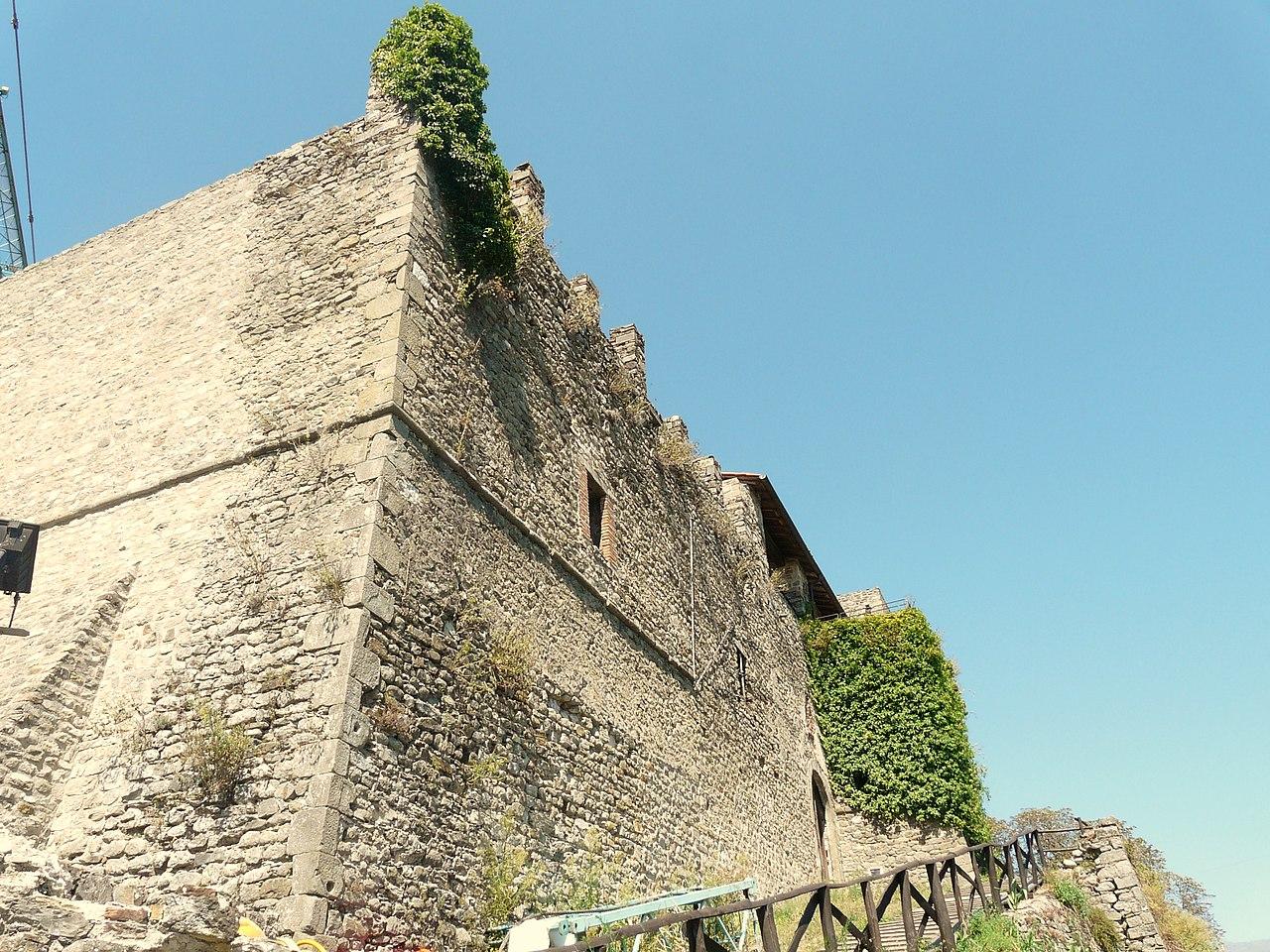 Mulazzo-Lusuolo-castello4.jpg