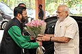 Narendra Modi being welcomed by the Minister of State for Environment, Forest and Climate Change (Independent Charge), Shri Prakash Javadekar.jpg