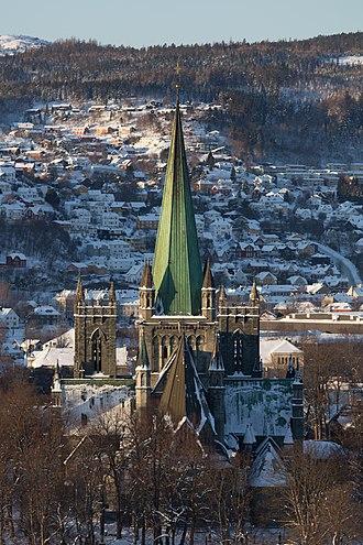 Nidaros Cathedral - Image: Nidarosdomen fra øst