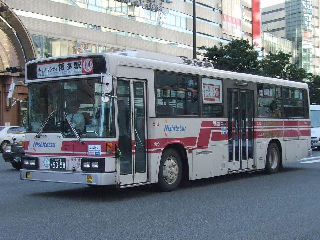 Nishitetsu bus 6914