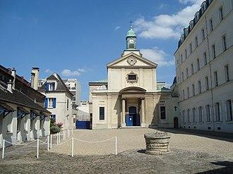 Picpus Cemetery - Cemetery entrance next to chapel Notre-Dame-de-la-Paix