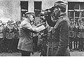 Odznaczenie oficerów Wojska Polskiego przez Naczelnika Państwa Józefa Piłsudskiego (22-476).jpg
