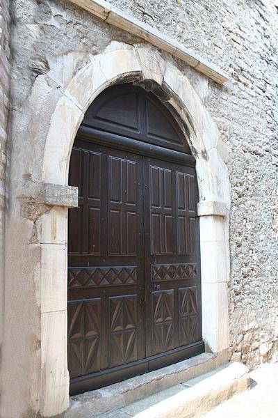 Olargues (Hérault) - portail de l'église décanale Saint-Laurent (daté de 1688).