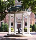 Old Well in front of the South Building 2005.jpg