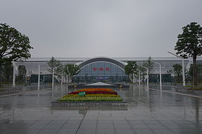 Outside Yuyaobei Railway Station 02.jpg