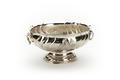 Oval dopskål av silver, godronnerad med två gjutna handtag och fot - Skoklosters slott - 91929.tif