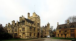 Oxford magdalen college cour.jpg