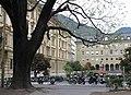 Palais Widmann (links), Südtiroler Landtag, Laurin-Brunnen.JPG