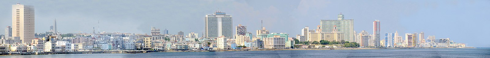 Panoramafoto van de Maleconboulevard in Havana