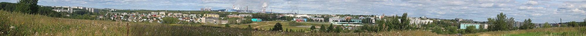 Панорама Краснотурьинска с противоположного берега реки Турьи.