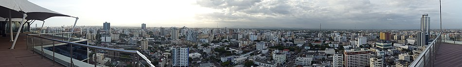 Panoramic view of Santo Domingo viewed from midtown (Novo Centro)